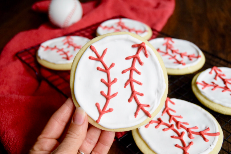 how to decorate baseball cookies